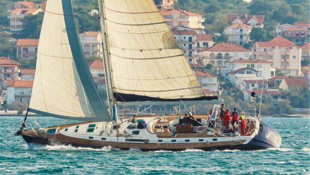 Bogey 1 Sailing up wind